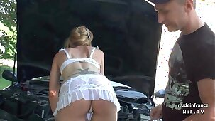 Horny amateur french mature cougar in lingerie banged by a technician outdoor
