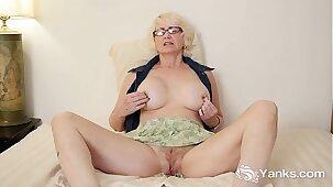 Mature Eden Masturbating Her Pussy