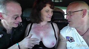 Nathalie, mature affamée fait un trio avec son mari et un ami