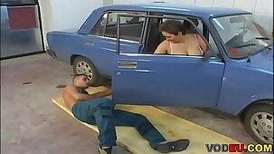 VODEU - Chubby granny fucks the mechanic